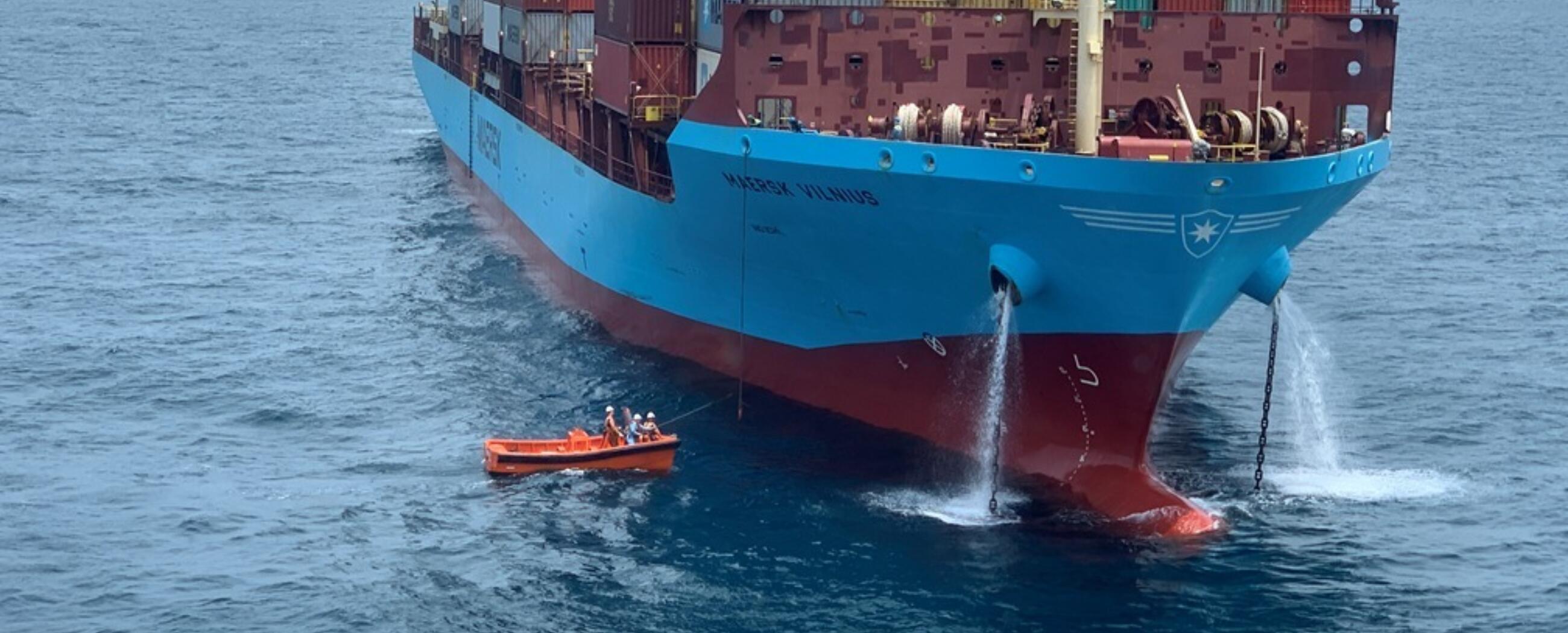 ALP-Defender-Receiving-Kenter-Maersk-Vilnius.JPG