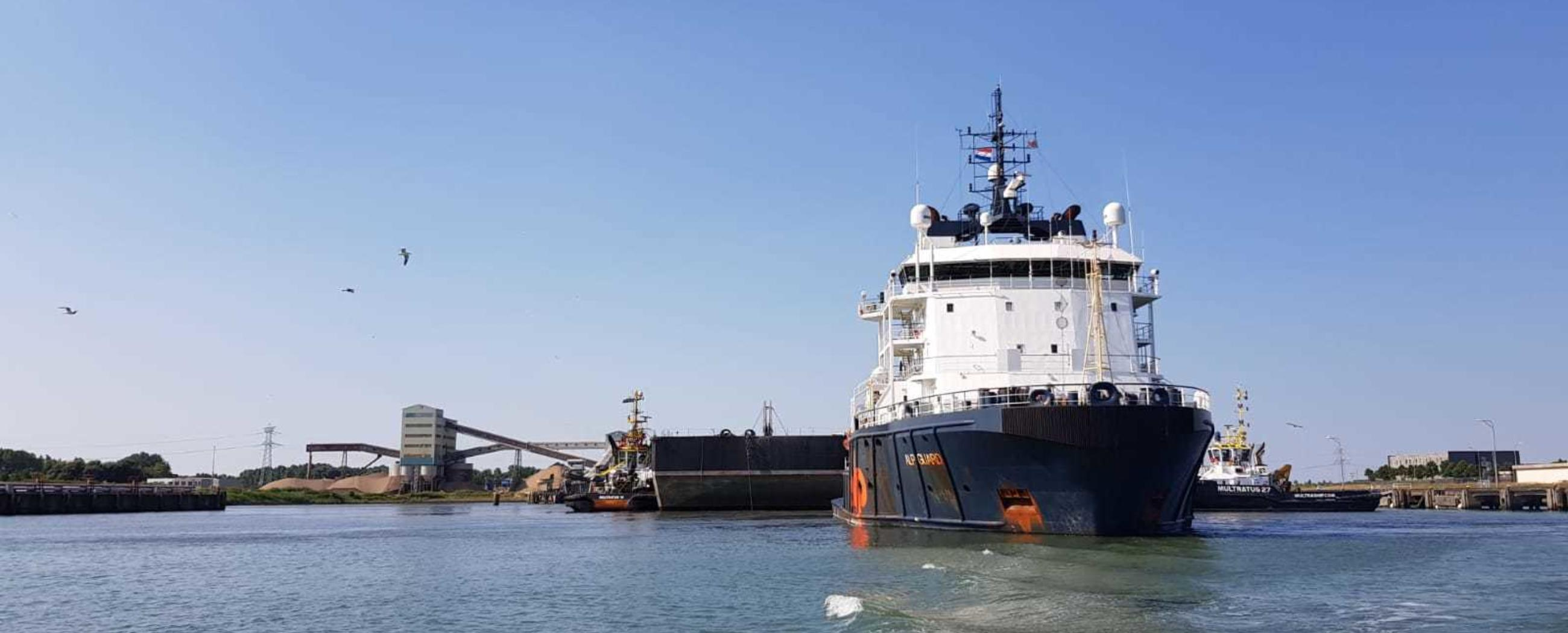 ALP-Guard-towing-Iron-Lady-barge-Allseas-Flushing-Korea.jpg