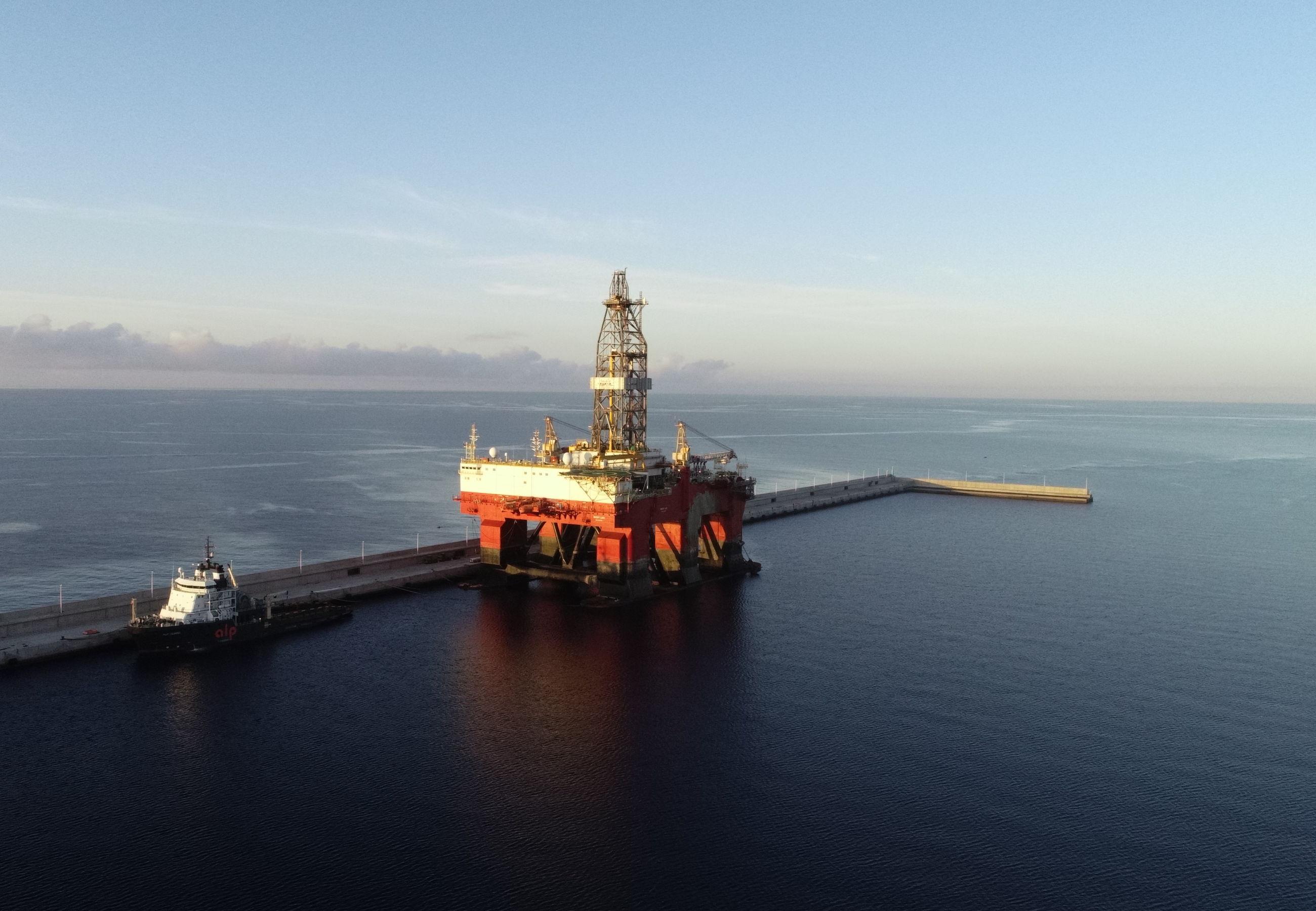 ALP Guard towing West Leo Tenerife June2019 3