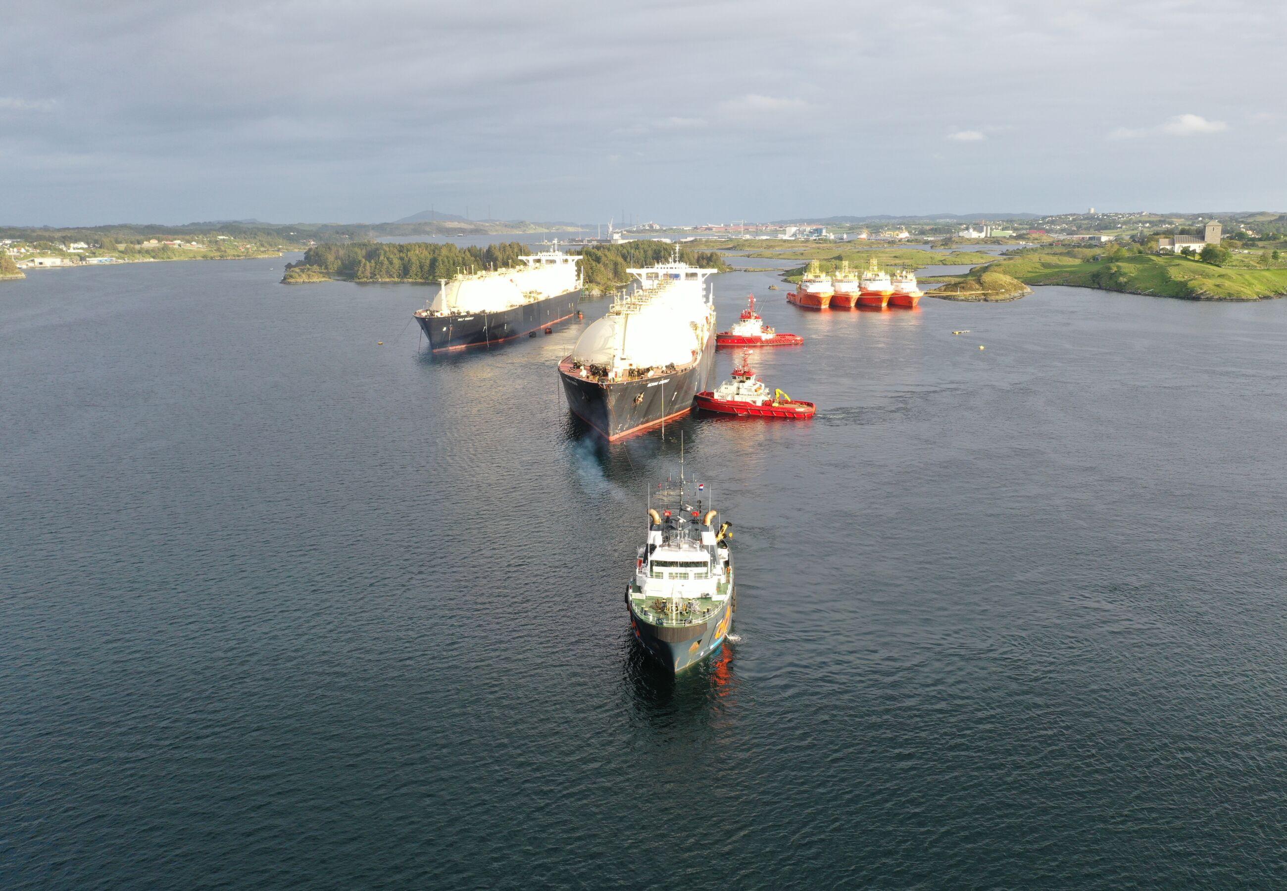 ALP Ace towing Bering Energy Norway Ferrol JUN2020 7