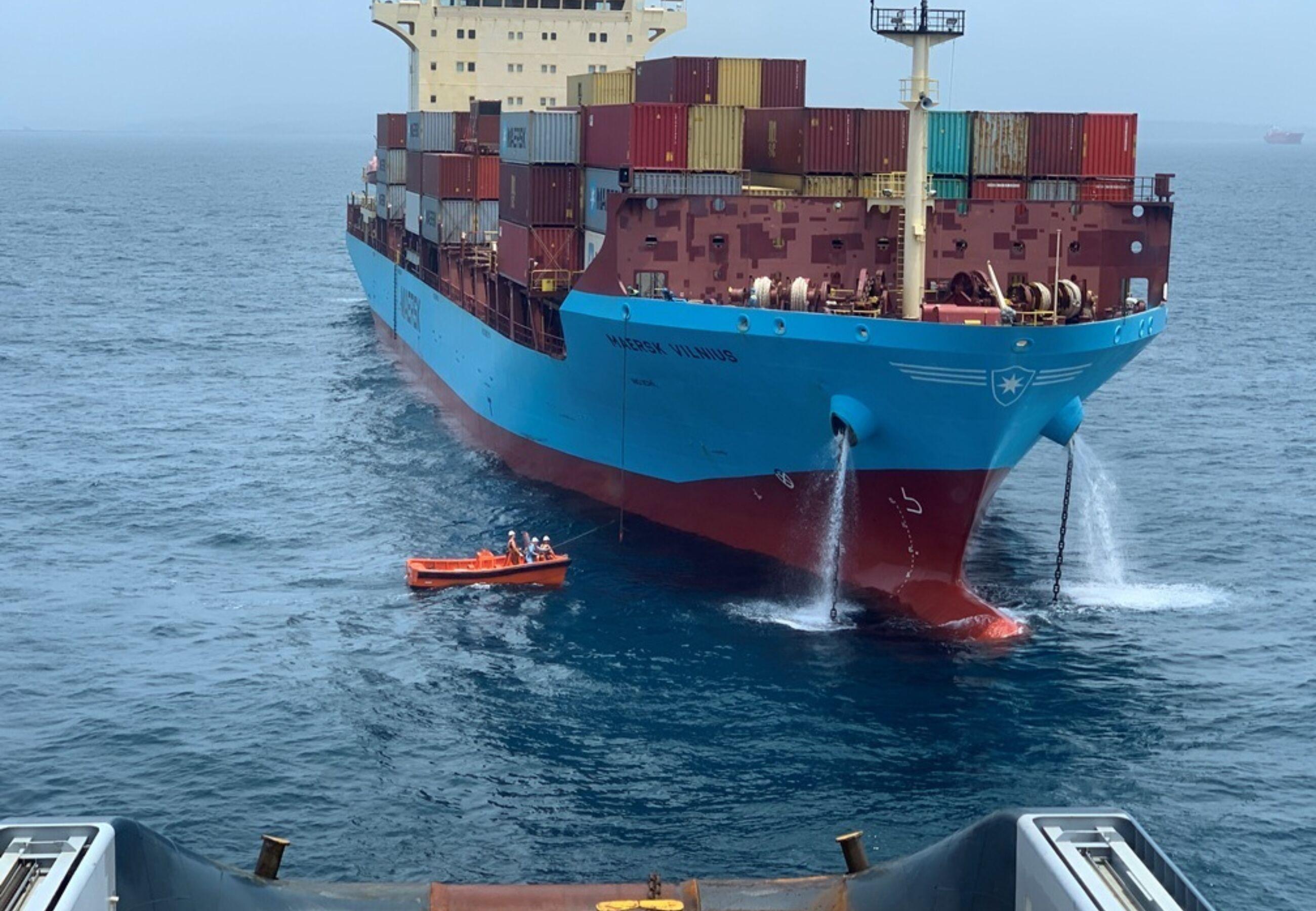 ALP Defender Receiving Kenter Maersk Vilnius