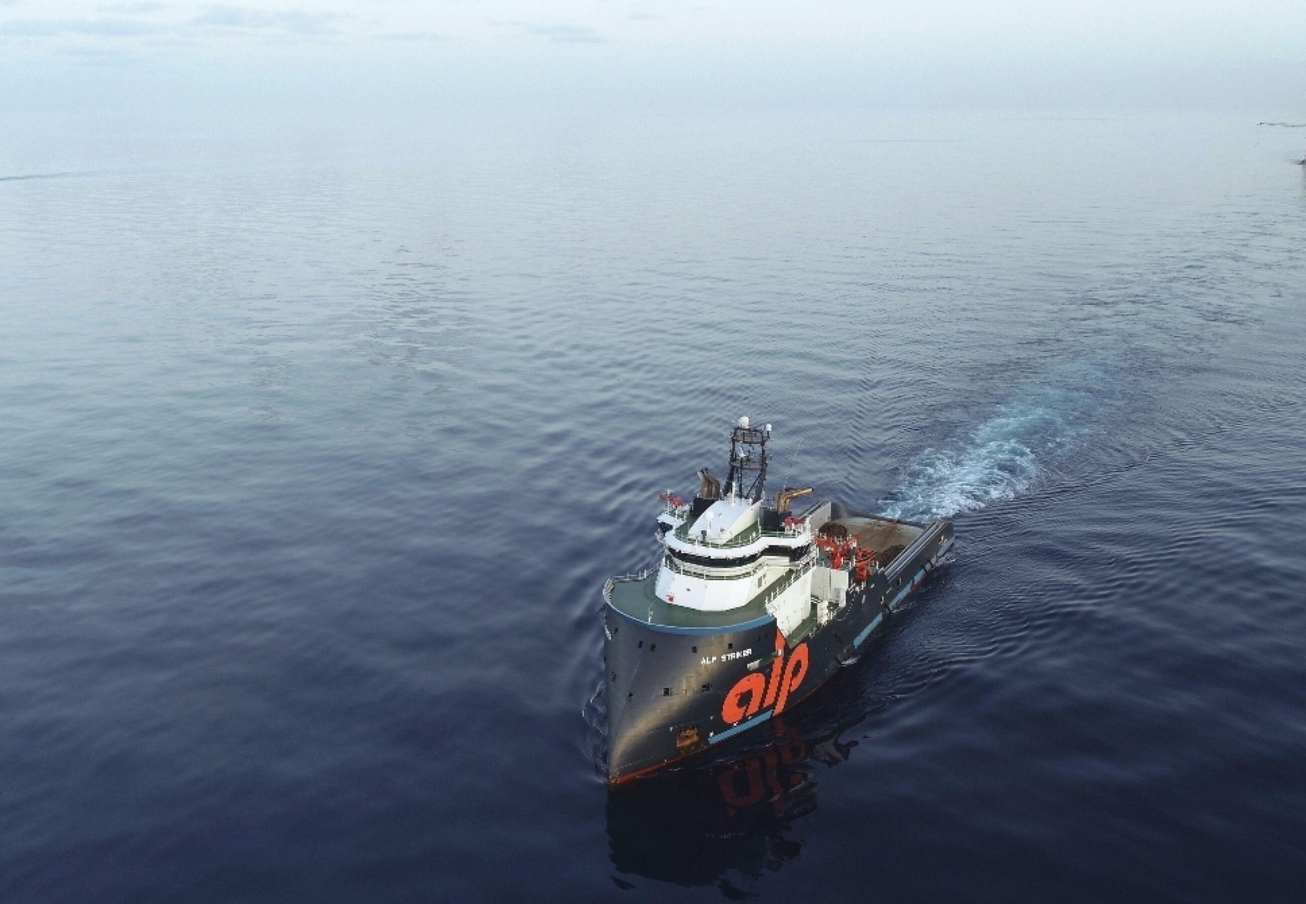 ALP Striker towing West Capricorn