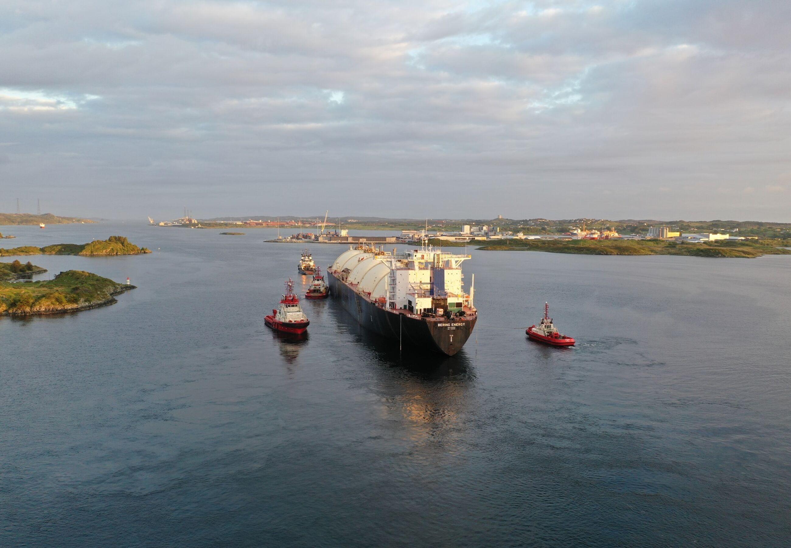 ALP Ace towing Bering Energy Norway Ferrol JUN2020 2