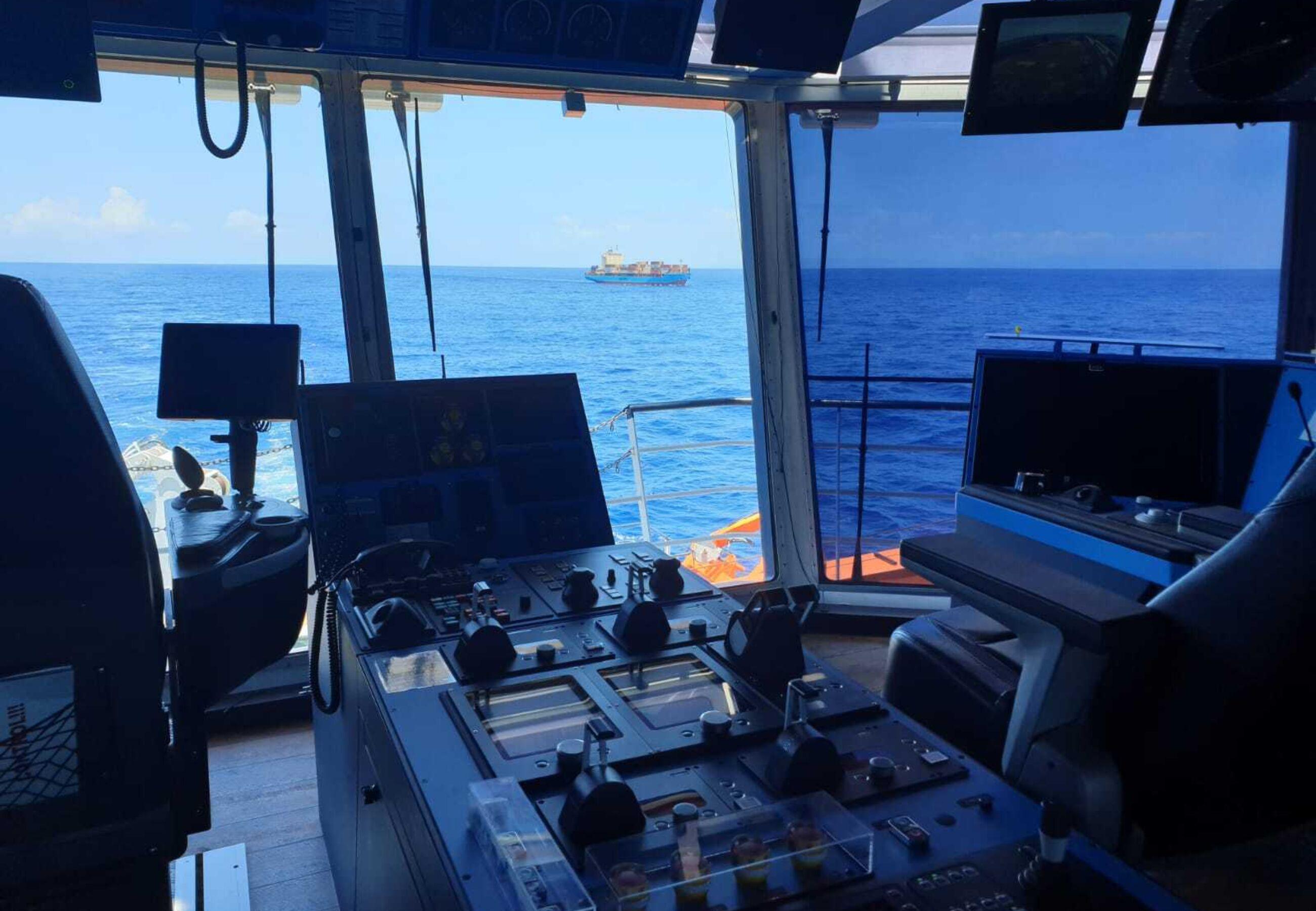 ALP Defender enroute towing Maersk Vilnius